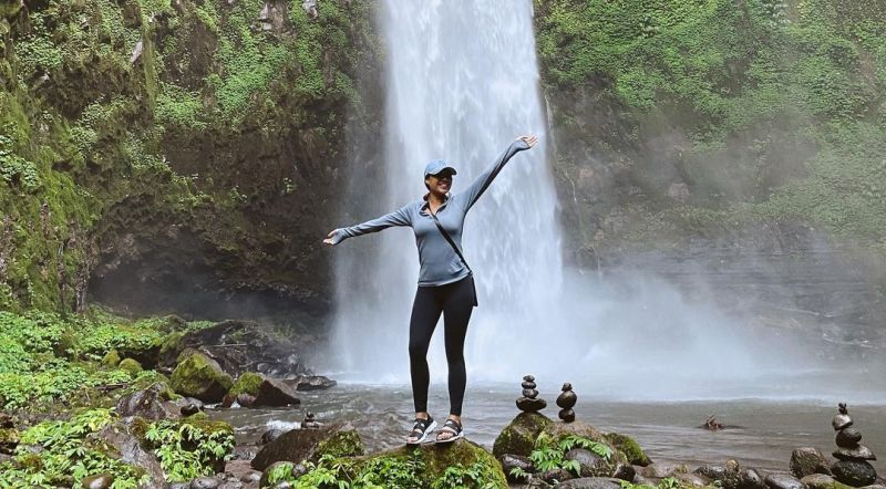https: img.okezone.com content 2021 03 20 549 2381185 aurel-hermansyah-datangi-air-terjun-nungnung-netizen-ada-gadis-cantik-suasana-alam-makin-indah-UgPfosx8xT.jpg