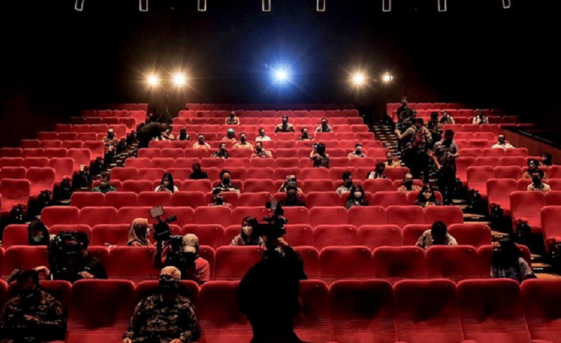 https: img.okezone.com content 2021 03 20 612 2381013 mau-nonton-bioskop-bebas-covid-19-dilarang-ngobrol-d2jLidhY2u.jpg