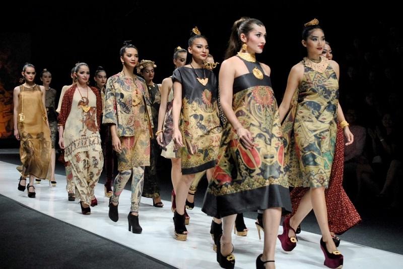 https: img.okezone.com content 2021 03 21 194 2381530 batik-cimahi-hingga-megamendung-banyak-diburu-butik-di-new-york-loh-cFlFd4jLvt.jpg