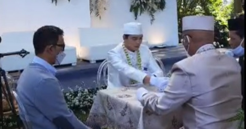 https: img.okezone.com content 2021 03 21 33 2381458 ikbal-fauzi-menikah-tagar-haripatahhatipondokpelita-trending-E1LqEjeBIc.jpg