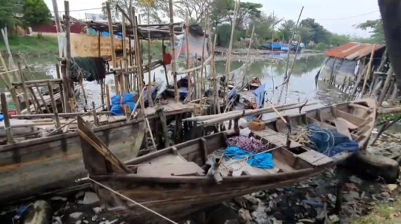 https: img.okezone.com content 2021 03 21 608 2381581 banyak-sampah-nelayan-di-medan-mengeluh-tak-bisa-melaut-lyQJBijFc9.jpg