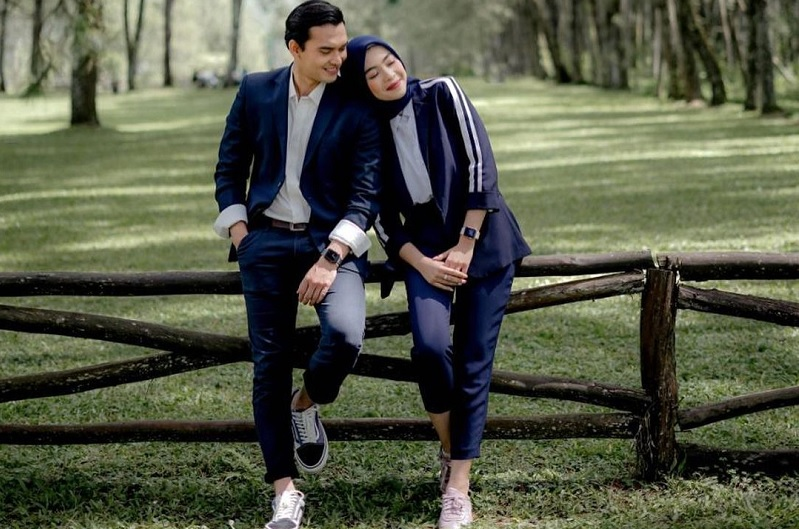 https: img.okezone.com content 2021 03 22 33 2381737 taaruf-dengan-novia-giana-ikbal-fauzi-minta-keluarga-bantu-urus-pernikahan-J6bCaGaUHc.jpg