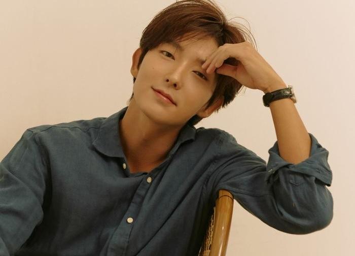 https: img.okezone.com content 2021 03 22 33 2381918 lee-joon-gi-perpanjang-kontrak-dengan-namoo-actors-n2b4P4Ex3c.jpg