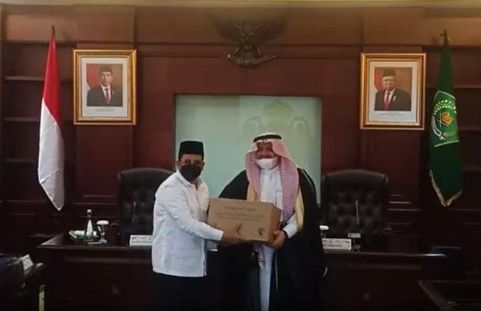 https: img.okezone.com content 2021 03 22 337 2381997 jelang-ramadhan-arab-saudi-berikan-100-ton-kurma-untuk-masyarakat-muslim-indonesia-6bDSoCZjzx.jpg