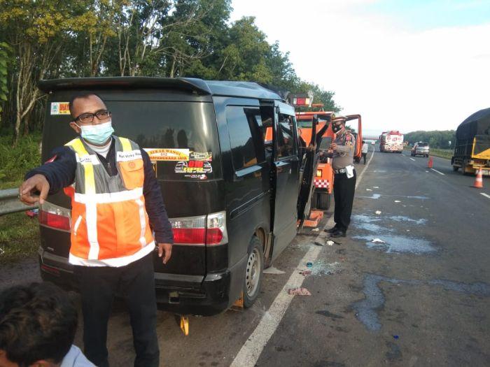 https: img.okezone.com content 2021 03 22 525 2381782 minibus-terlibat-kecelakaan-di-tol-cipali-2-orang-tewas-6h09MfOpBX.jpg