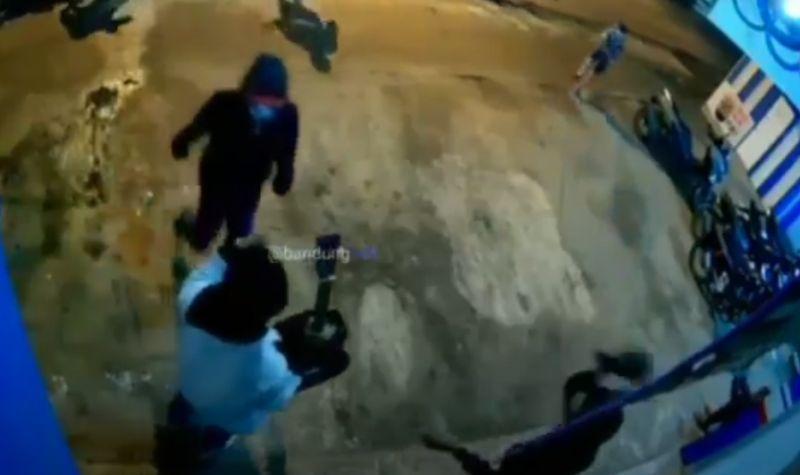 https: img.okezone.com content 2021 03 22 525 2381874 aniaya-orang-kawanan-geng-motor-xtc-pasukan-setan-ditangkap-polisi-duRTSpFDZb.jpg