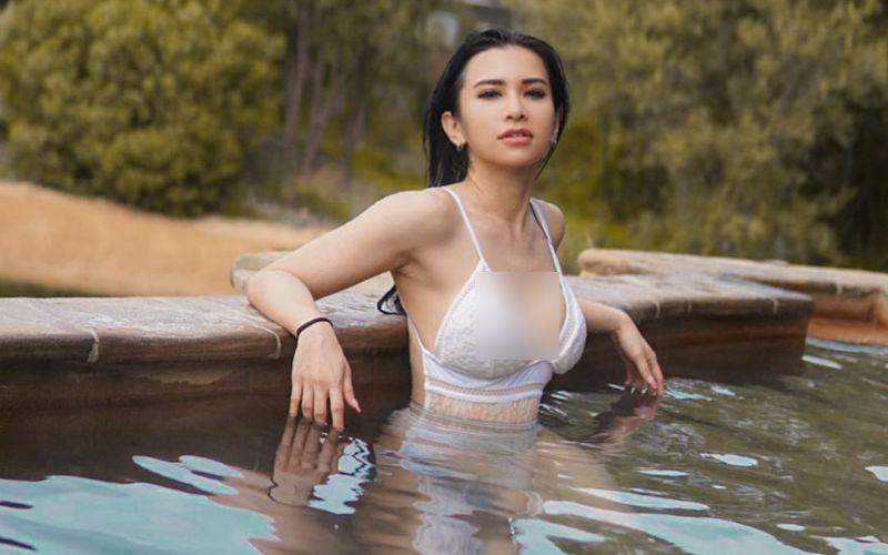 https: img.okezone.com content 2021 03 22 549 2382197 liburan-ke-bandung-maria-vania-berendam-di-hot-tub-mirip-suasana-jepang-hwXFBerYXq.jpg