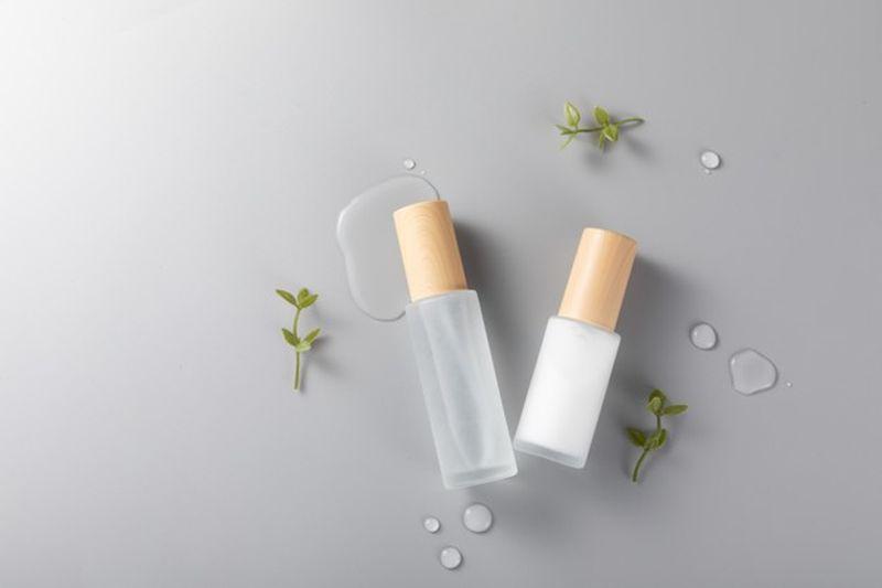 https: img.okezone.com content 2021 03 22 611 2381905 jangan-asal-pakai-yuk-kenali-3-jenis-serum-untuk-kulit-cR8hVV3ZS1.jpg