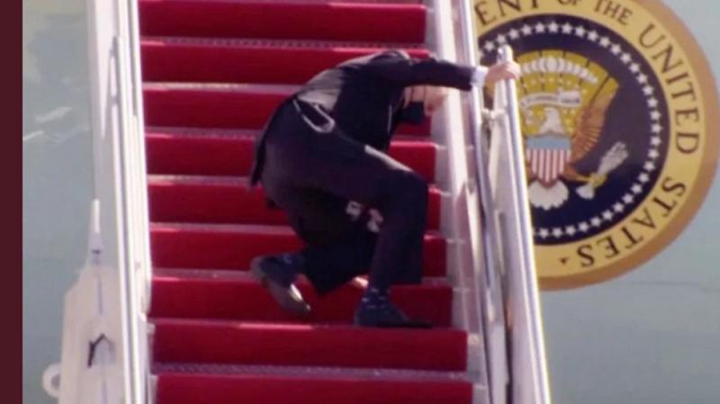 https: img.okezone.com content 2021 03 23 18 2382447 jatuh-di-tangga-pesawat-gedung-putih-sebut-biden-baik-baik-saja-DQ440uvNuy.png