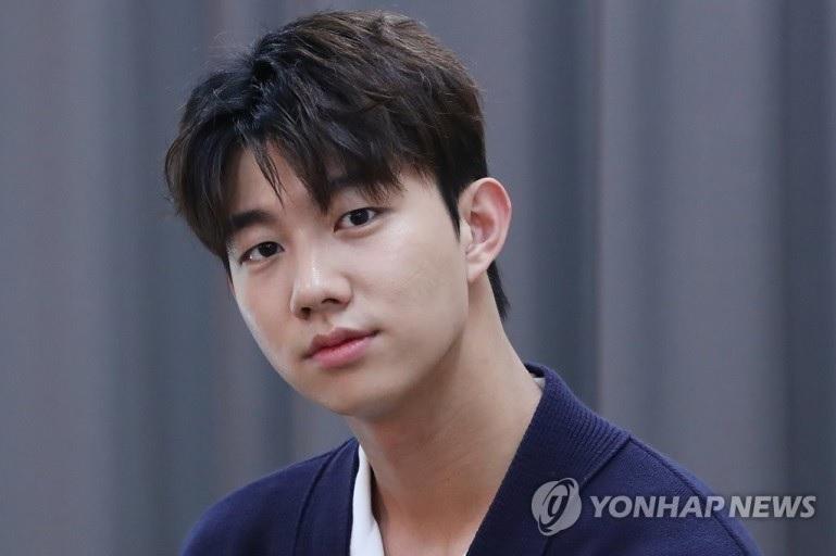 https: img.okezone.com content 2021 03 23 206 2382839 debut-sebagai-tokoh-utama-ki-do-hoon-jadi-dewa-di-drama-scripting-your-destiny-N85Fjc6WRx.jpg