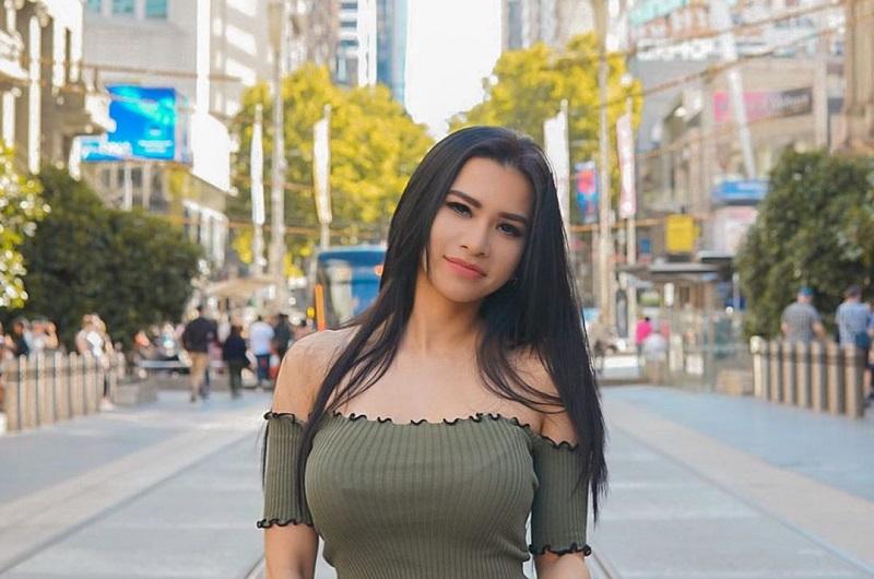 https: img.okezone.com content 2021 03 23 33 2382650 4-fakta-maria-vania-presenter-seksi-yang-ingin-jadi-istri-ke-5-kiwil-QzOnAgaqUc.jpg