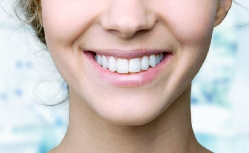 https: img.okezone.com content 2021 03 23 611 2382671 4-cara-memutihkan-gigi-secara-secara-alami-oSRd5jykJA.jpg