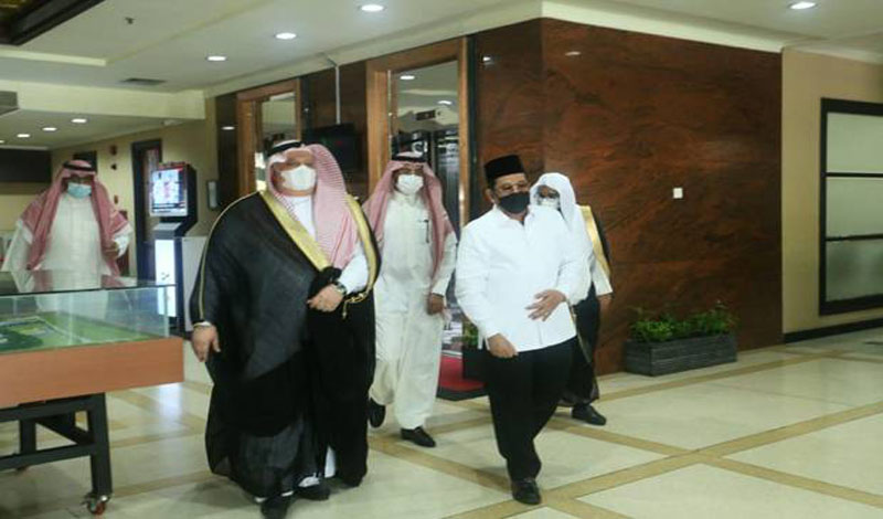 https: img.okezone.com content 2021 03 23 614 2382709 jelang-puasa-ramadhan-arab-saudi-beri-hadiah-100-ton-kurma-dan-10-000-al-qur-an-yJXJOg0zkN.jpg