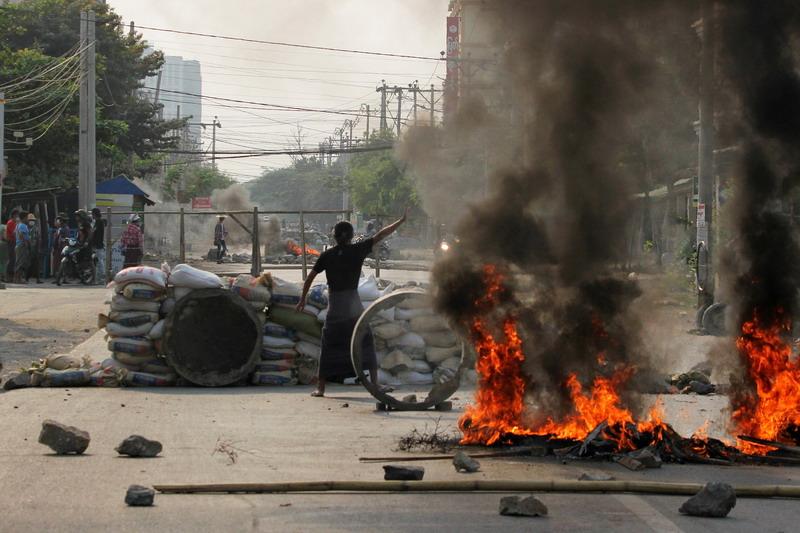 https: img.okezone.com content 2021 03 24 18 2383101 gadis-7-tahun-tewas-ditembak-pasukan-keamanan-myanmar-0T6o7kRlfj.jpg