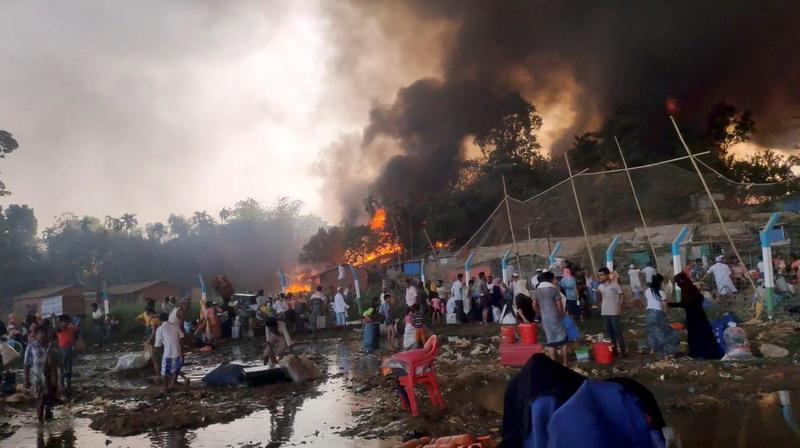 https: img.okezone.com content 2021 03 24 18 2383288 setidaknya-15-tewas-400-hilang-akibat-kebakaran-di-kamp-pengungsi-rohingya-pcr1AxXkpx.jpg