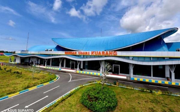 https: img.okezone.com content 2021 03 24 320 2383225 jokowi-ingin-bandara-kuabang-jadi-titik-pertumbuhan-ekonomi-baru-L3wLo5N2qr.jpg
