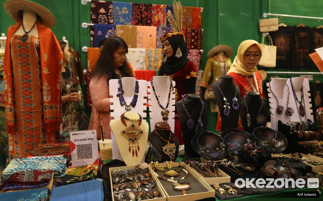 https: img.okezone.com content 2021 03 24 320 2383283 wamendag-ajak-pelajar-di-luar-negeri-kenalkan-produk-indonesia-pCT1t5jsky.jpg
