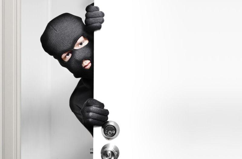 https: img.okezone.com content 2021 03 24 338 2383211 polisi-tangkap-driver-ojol-pemobol-rumah-dan-counter-handphone-W9Ok9HkiN3.jpg