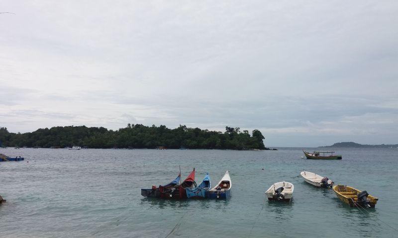 https: img.okezone.com content 2021 03 24 408 2383489 snorkeling-di-pulau-rubiah-pemandangan-lautnya-membius-wisatawan-m7vzNAlLgN.jpg