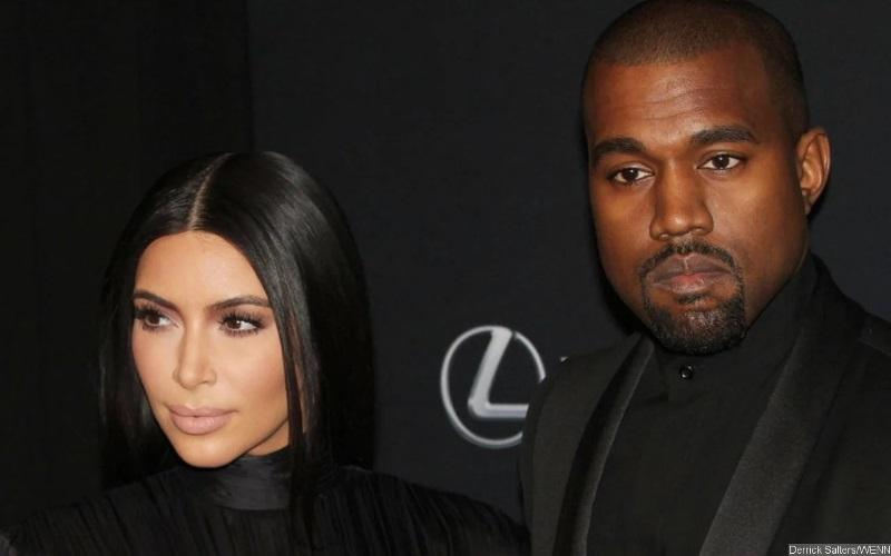 https: img.okezone.com content 2021 03 25 33 2383665 kanye-west-masih-tak-percaya-dicerai-kim-kardashian-zHCBQonPdR.jpg