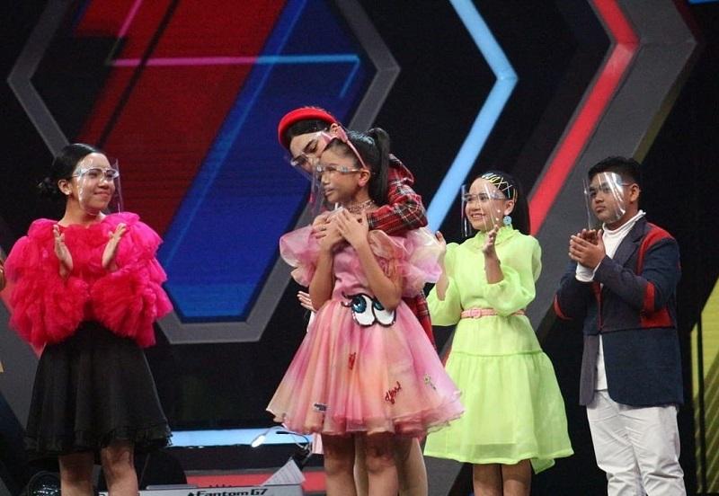 https: img.okezone.com content 2021 03 25 598 2384203 6-kontestan-the-voice-kids-indonesia-melaju-ke-babak-semifinal-dGumQsKvgH.jpg