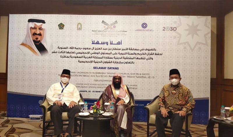 https: img.okezone.com content 2021 03 25 614 2383742 hafiz-qur-an-asal-indonesia-dikagumi-pemerintah-arab-saudi-uqCsAJsPAN.jpg