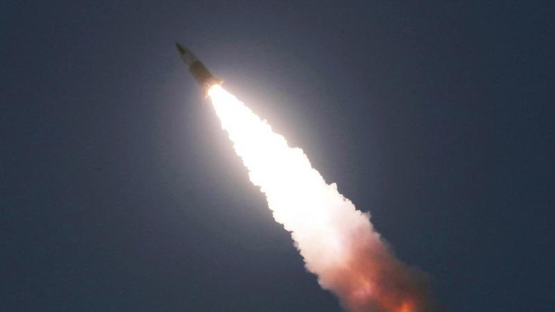 https: img.okezone.com content 2021 03 26 18 2384409 korut-tembakkan-rudal-taktis-baru-pada-uji-coba-keduanya-dalam-sepekan-eXZ8iBzU3U.jpg