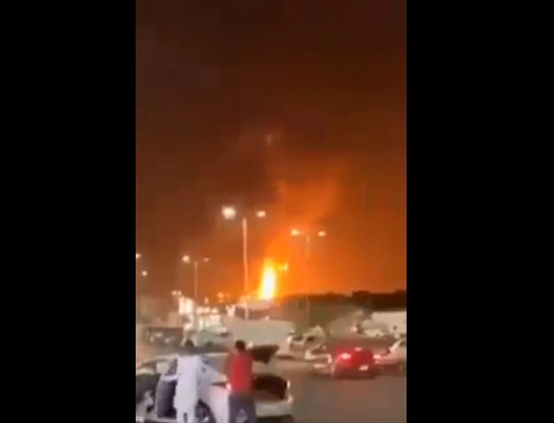 https: img.okezone.com content 2021 03 26 18 2384549 terminal-minyak-arab-saudi-diserang-tangki-bahan-bakar-dilalap-api-o1lUzRUk68.jpg