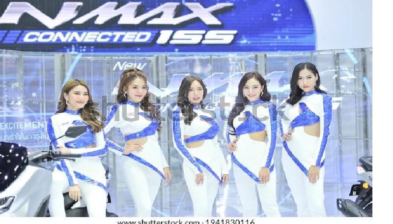 https: img.okezone.com content 2021 03 26 53 2384322 tak-lagi-mengenakan-masker-spg-bangkok-motor-show-terlihat-cantik-menawan-kLKyLli2Jh.jpg