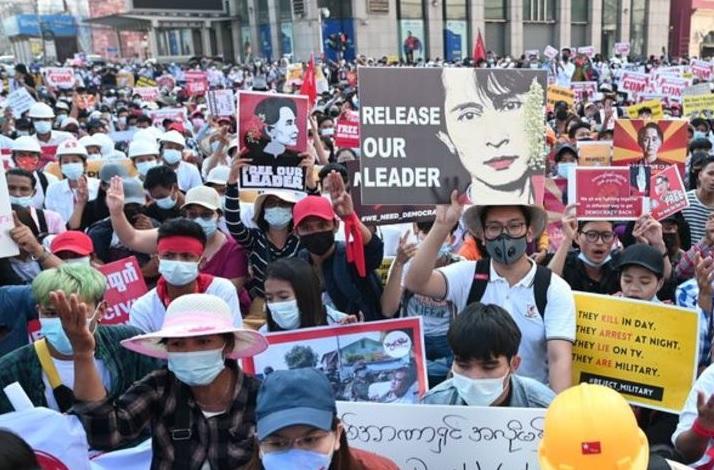 https: img.okezone.com content 2021 03 27 18 2384991 demo-anti-kudeta-myanmar-lebih-dari-300-orang-tewas-E8QhzmdaC4.jpg