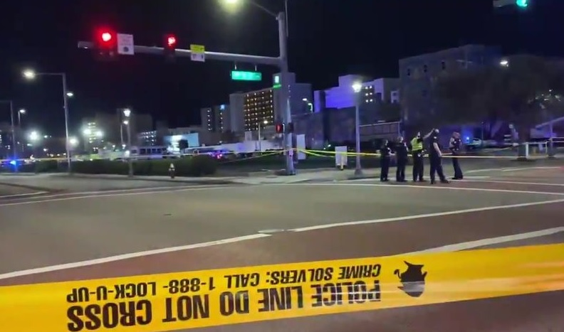 https: img.okezone.com content 2021 03 27 18 2385011 penembakan-massal-2-tewas-8-luka-gyWoN057DB.jpg