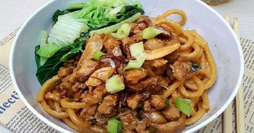 https: img.okezone.com content 2021 03 27 301 2384983 lezatnya-mie-yamien-khas-bandung-begini-resep-dan-cara-bikinnya-f1JyKJyGOa.jpg