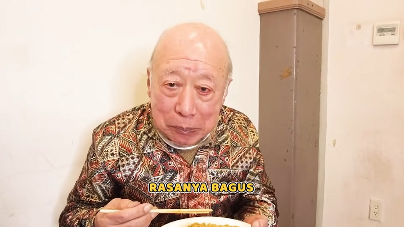 https: img.okezone.com content 2021 03 28 33 2385462 kakek-sugiono-buka-bukaan-soal-tarif-jadi-bintang-film-dewasa-oF4kal7xlk.jpg