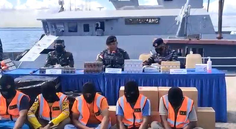 https: img.okezone.com content 2021 03 28 337 2385522 tni-al-gagalkan-penyelundupan-rokok-ilegal-di-perairan-batam-KC30Tac9wM.jpg