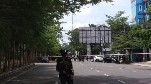 https: img.okezone.com content 2021 03 28 337 2385527 mahfud-md-bom-di-gereja-katedral-meledak-setelah-sebagian-jemaatnya-pulang-BqtpwT5vsW.jfif