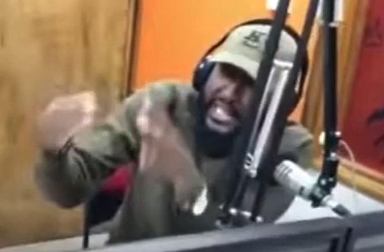 https: img.okezone.com content 2021 03 29 18 2385743 salahkan-korban-kekerasan-3-presenter-radio-dipecat-XGjbJ5xc7o.jpg