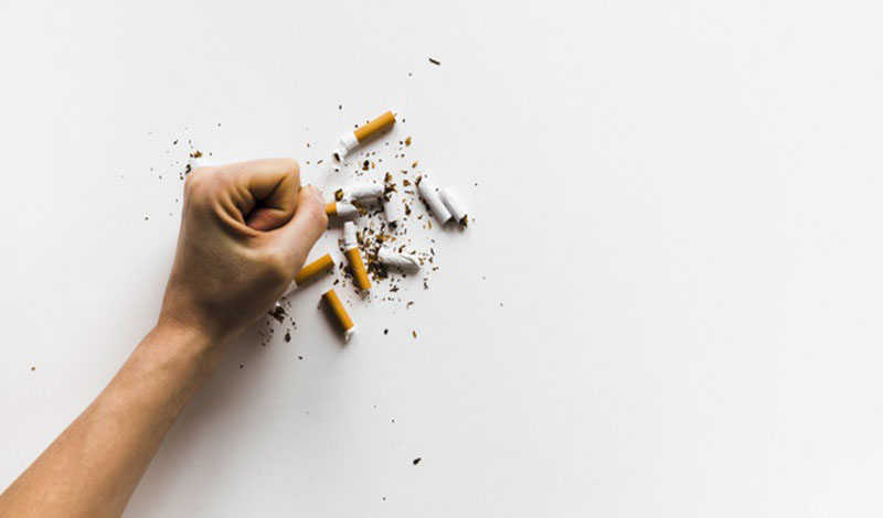 https: img.okezone.com content 2021 03 29 330 2385800 cara-mengendalikan-nafsu-merokok-selama-ramadhan-ke1IIL7fFh.jpg