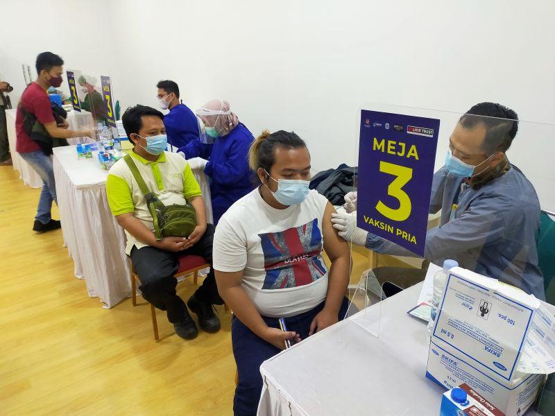 https: img.okezone.com content 2021 03 29 338 2385939 pemkot-bogor-kebut-vaksinasi-covid-19-karyawan-retail-jelang-ramadhan-gUri3yXcy7.jpg