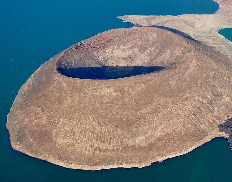 https: img.okezone.com content 2021 03 29 408 2385863 fakta-pulau-terkutuk-dihuni-monster-dan-banyak-orang-hilang-misterius-bWTeA7FKM9.jpg