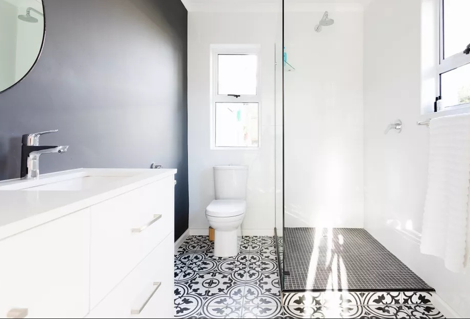https: img.okezone.com content 2021 03 29 470 2385965 5-pilihan-lantai-kamar-mandi-terbaik-berikut-kelebihan-dan-kekurangannya-CnDnpUAMbZ.jpg