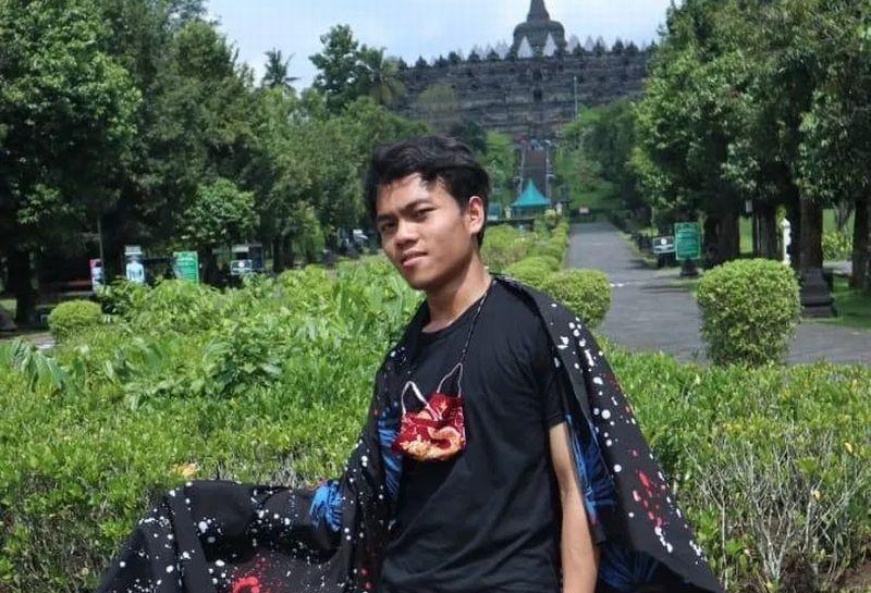 https: img.okezone.com content 2021 03 29 65 2385958 inovasikan-batik-ciprat-karya-difabel-alumnus-uns-juara-di-desamind-award-BT3MsSbPW7.jpg