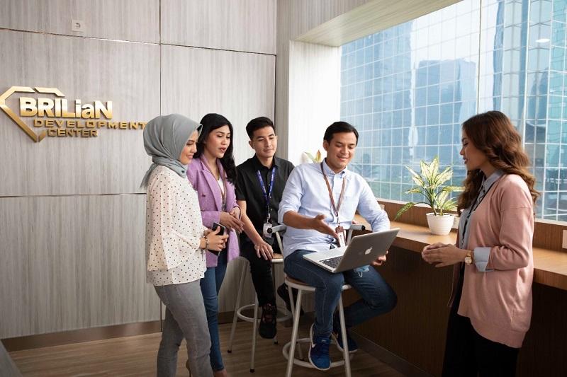 https: img.okezone.com content 2021 03 30 1 2386387 memberi-makna-indonesia-bri-beri-beasiswa-penuh-mahasiswa-berprestasi-LrQo7S3bNS.jpg