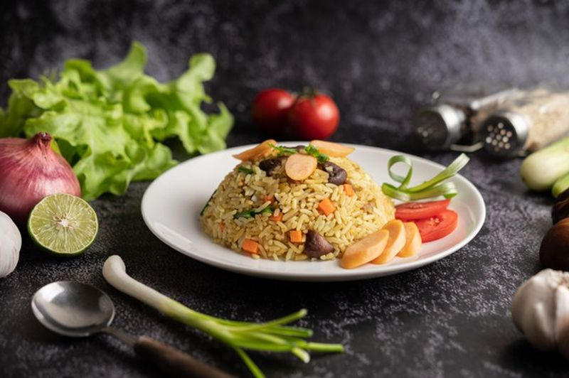 https: img.okezone.com content 2021 03 30 301 2386761 masak-resep-nasi-goreng-jawa-praktis-gak-pakai-lama-WAkTP2ImTf.jpg