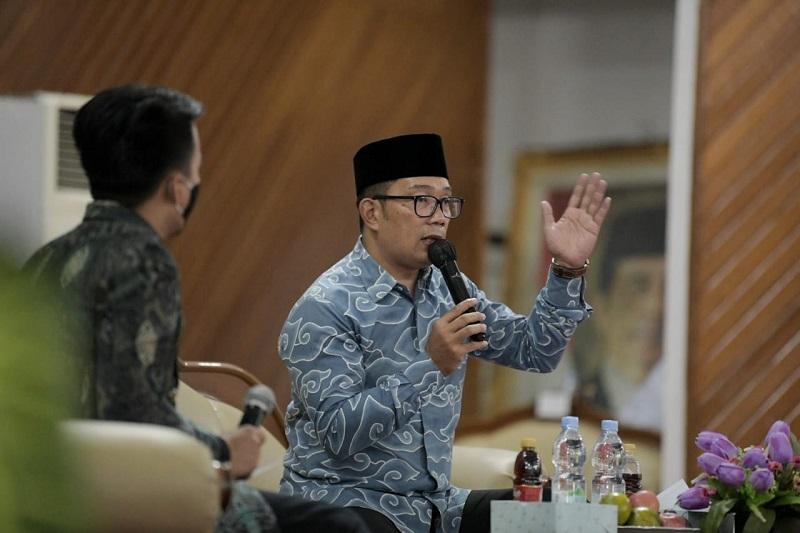 https: img.okezone.com content 2021 03 30 320 2386803 hadiri-munas-bem-seluruh-indonesia-ridwan-kamil-bicara-tentang-kemandirian-energi-LocGNpVGxC.jpg