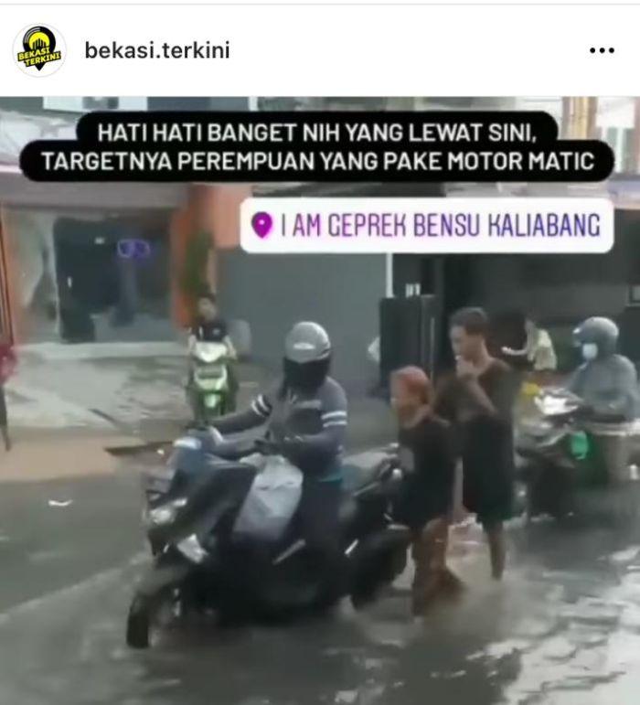 https: img.okezone.com content 2021 03 30 338 2386634 waspadai-modus-bocah-dorong-motor-saat-banjir-di-bekasi-DB0VEgwCIY.jpg