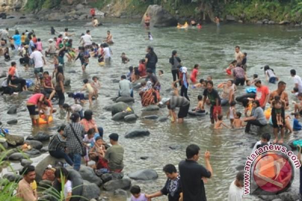 https: img.okezone.com content 2021 03 30 340 2386534 masih-pandemi-tradisi-balimau-sambut-ramadan-di-pekanbaru-kembali-ditiadakan-GGAzwcHek9.jpg