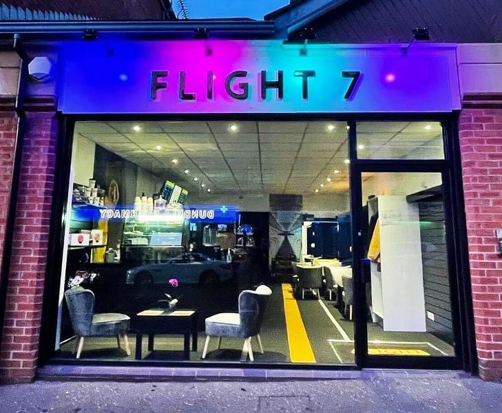 https: img.okezone.com content 2021 03 30 406 2386442 dipecat-karena-pandemi-pilot-ini-kembangkan-kafe-unik-bertema-penerbangan-sGd4fZVJUH.jpg