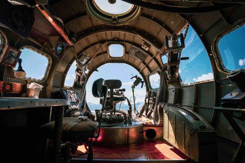 https: img.okezone.com content 2021 03 30 406 2386755 kursi-lontar-aktif-3-pilot-pesawat-pembom-rusia-tewas-NrBR38QoC6.jpg