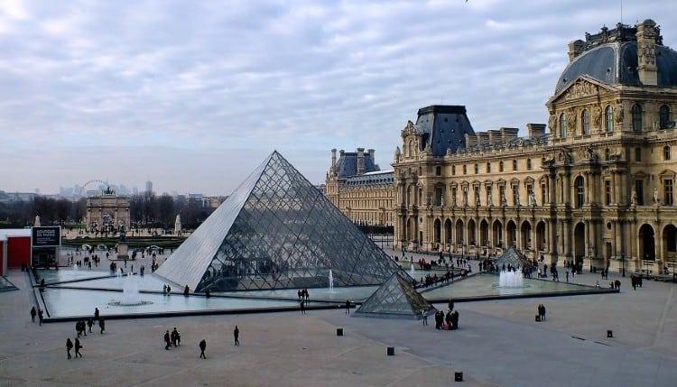https: img.okezone.com content 2021 03 30 408 2386516 tak-perlu-ke-paris-museum-louvre-kini-bisa-dikunjungi-secara-virtual-iUjtfVsRz8.jpg