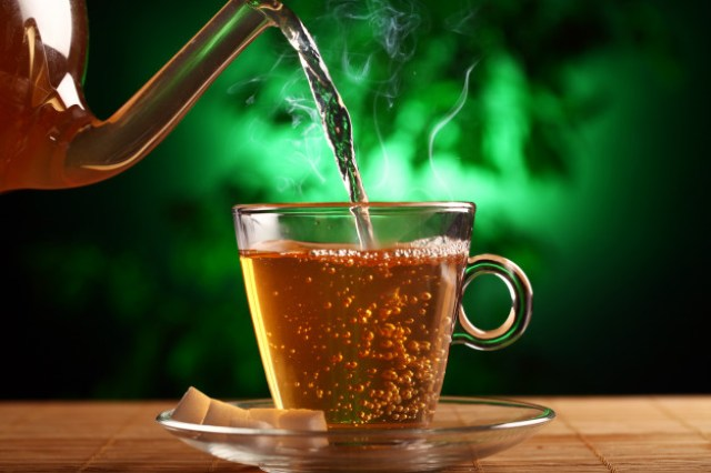 https: img.okezone.com content 2021 03 30 481 2386822 minum-teh-hijau-tingkatkan-fungsi-otak-hingga-cegah-sakit-kardiovaskular-6rTvKNI3pA.jpg